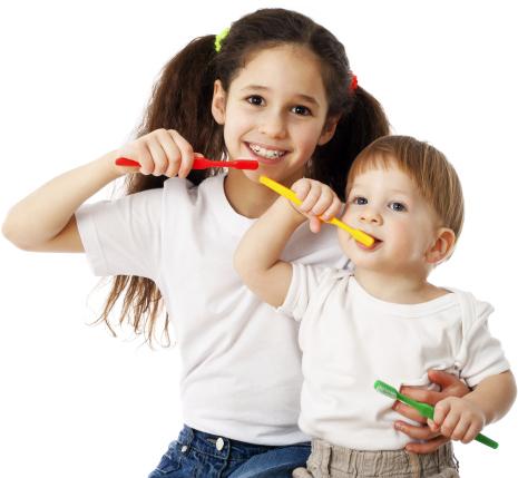 Bolesne mleczaki – jak pomóc dziecku przetrwać ząbkowanie?