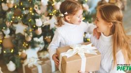 Jak wybrać wartościowy prezent dla malucha? - Każde dziecko z utęsknieniem czeka na podarunki, pozostawione pod świątecznym drzewkiem. Rodzice mają nie lada wyzwanie, by sprostać oczekiwaniom pociech i wśród tysięcy propozycji, znaleźć coś wartościowego. Co zrobić, by prezent gwiazdowy był trafionym wyborem?