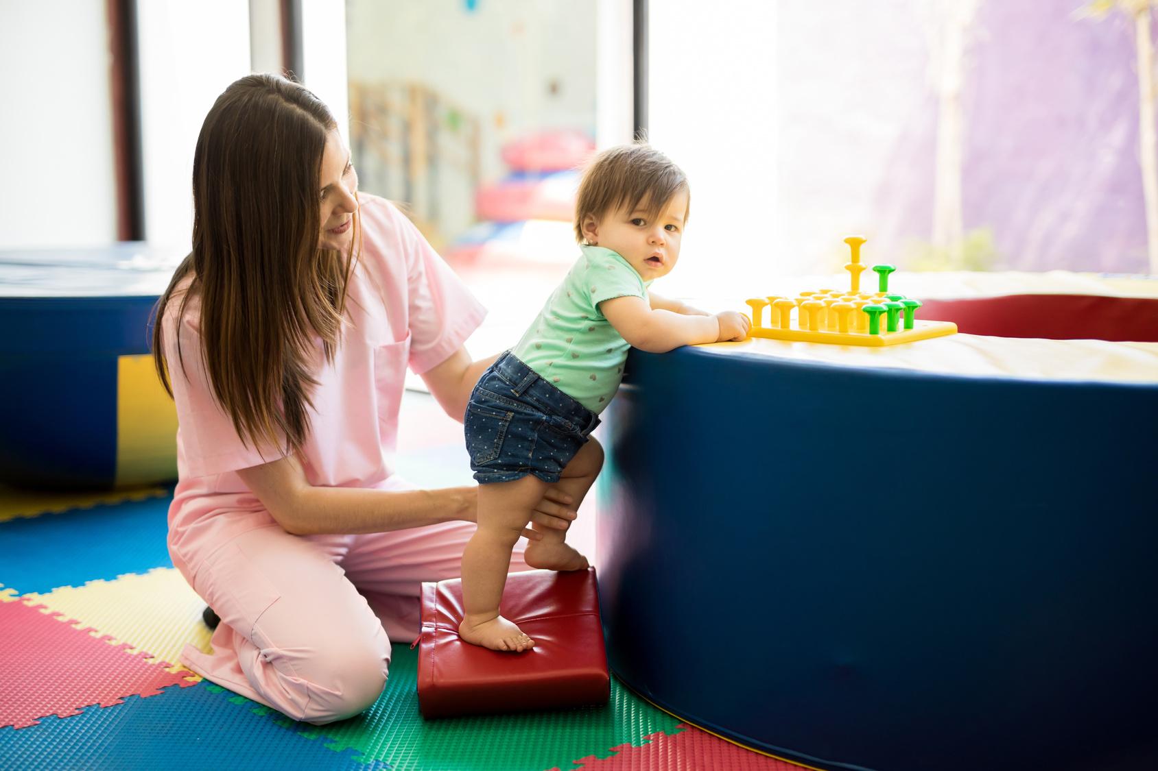 Czy twoje dziecko rozwija się prawidłowo? Fizjoterapeutyka w pierwszych latach życia