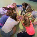 Dziecko z zaburzeniami integracji sensorycznej w szkole. Jak mu pomóc?